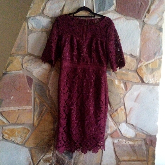 Review lace knee length ,midi dress size 8